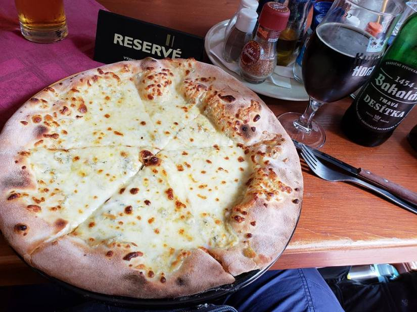 Flat Rose Travels Landy Pizza May 2018